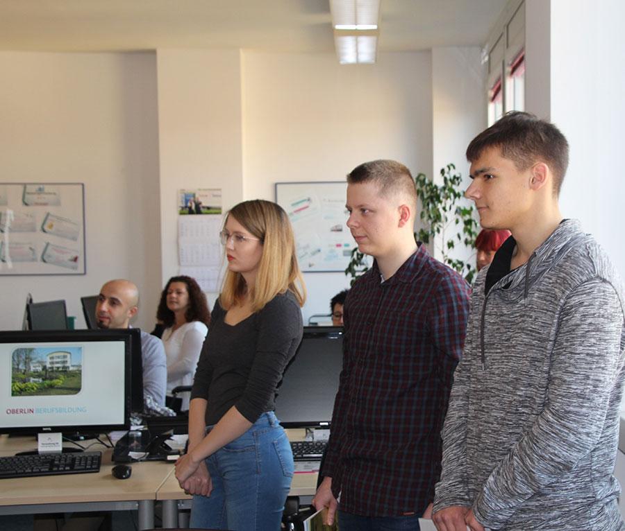 Die Mitarbeiter der Potsdamer Sport-Star GmbH stellen ihre Produkte vor.